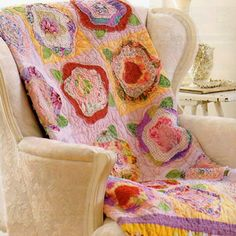 love the quilting on this ragged rose quilt - and I'm not a quilter but this would be beautiful with machine embroidered designs incorporated into it! Love the vibrant colors!