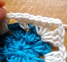5 Crochet Tips you need to know! from the Sewfie Blog •✿• Teresa Restegui http://www.pinterest.com/teretegui/ •✿•
