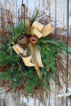 pretty rustic Christmas wreath