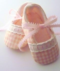 Pixie Toes . . . pink gingham soft baby shoes