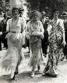 1930's Street Fashion in Paris, Photo by Meurisse