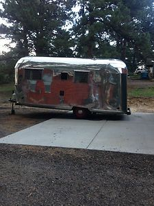 1958 JETSTREAM TRAILER - two twin beds