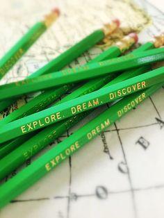 Más lápices.