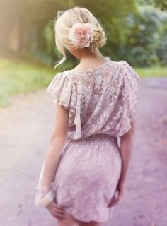 Lace dress.  Flower in her hair.  LOVE this look.