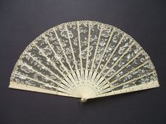 1910 - Embroided lace hand fan