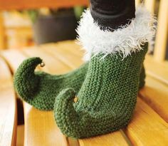 Jingle Bell Knitted Elf Slippers | This knit slippers pattern is so festive and adorable!