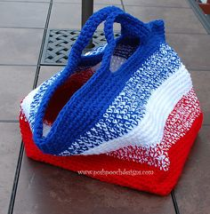 """Free pattern for """"Big Striped Bag"""" by Sara Sach! Great project bag!"""