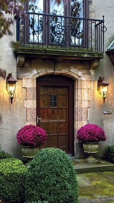 """The French Tangerine: ~ first impressions Love the doorway and lights. """"Balcony"""" above is nice but not necessary."""