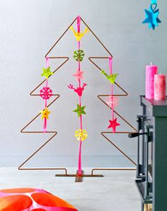 DIY Felt Decorations by 101woonideeen.nl: Takes 1 hour!  #DIY #Ornaments