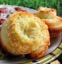 Recipe for Garlic Roll Cupcakes - They were dangerously delicious! These rolls are super easy and super tasty!