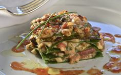 Lasanha verde de frutos do mar tem camarão, lula e peixe branco - Receitas - Receitas GNT