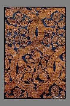 Silk textile fragment, 16th century, Italian, Metropolitan Museum of Art 46.156.131