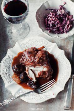 Królik w sosie z czerwonego wina  z suszonymi śliwkami i powidłami śliwkowymi / Rabbit in red wine sauce with dried plums and plum jam