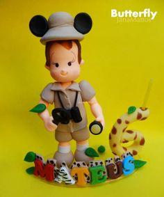 Topo de bolo totalmente personalizável. Tema Safari Mickey. Feito a mão, biscuit, porcelana fria.