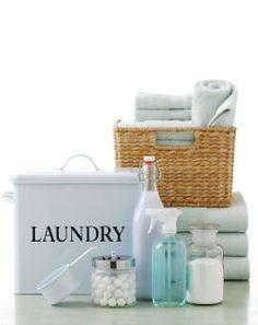 Cómo quitar el olor a humedad de las toallas y ropa ... PRESOAK: Llene el fregadero o la bañera grande con las toallas / ropa maloliente, cubrir con agua y añadir aproximadamente 1 taza de vinagre por galón de agua utilizada. Deje en remojo durante unas horas antes de lavar como de costumbre. La lejía puede ser utilizado en lugar de vinagre si se trabaja con los blancos (use 1/2 taza por galón de agua).