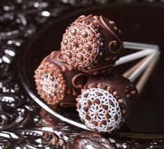 Intricate Vintage Patterned Cake Pops
