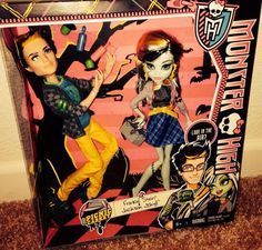 Monster High Picnic Casket JACKSON JEKYLL And FRANKIE STEIN 2-pack NEW dolls