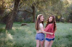 Best Friend Pose http://arianarandlephotography.com/sunshine-springtime-and-best-friends/