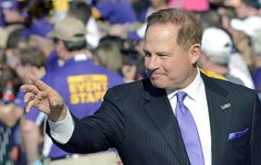 Advocate staff photo by BILL FEIG -- LSU coach Les Miles waves to fans as the LSU football team comes down Victory Hill on Saturday.