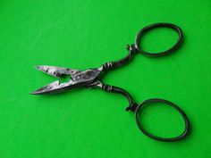 ANTIQUE STEEL SCROLLED HANDLE WARRANTED SHEFFIELD MADE SEWING SCISSORS