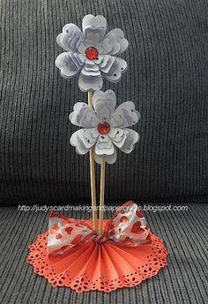 DIY paper rosette stand. #flowers #rosettes
