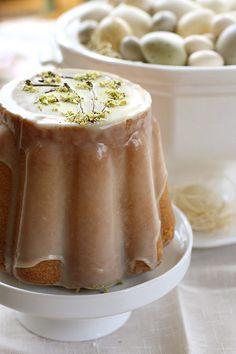 pistachio & white chocolate bundt