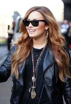 Demi Lovato Long Wavy Cut