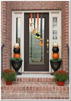 "pics of fall decorating for porches | Click for instructions how to make this DIY fall letter ""wreath ..."