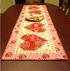 sew, tutorials, tabl runner, quilt tablerunn, valentine day, quilted table runners, quilting, heart tabl, freda hive