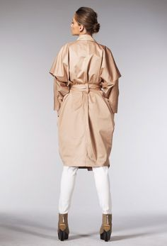 Oversized kimono-trench with pleated sleeve detail, pockets and belt. pocket, sleev detail, belt, pleat sleev