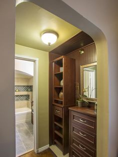 Brother Vs. Brother Episode 5: #TeamJonathan Walk-Through Closet, After (http://www.hgtv.com/brother-vs-brother/brother-vs-brother-photo-highlights-from-episode-5/pictures/page-13.html?soc=Pinterest)