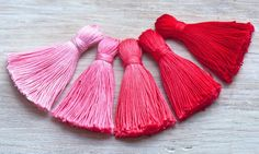 DIY ombre tassel tutorial (These would be great for home decor & gift boxes etc)