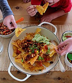 Super simple & delicious recipe for entertaining - these nachos will not disappoint!