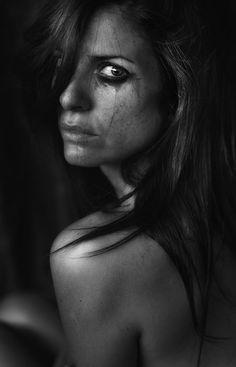 Nunca hagas llorar a una mujer... emotion photography, black white photography, tiziana pielert, black and white emotions, beauti, cri, portrait, eyes, photographi
