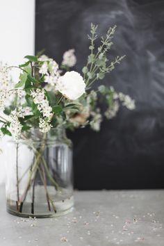 white flowers, flowers home decor, blackboard, jar, white bouquets, fresh flowers, floral