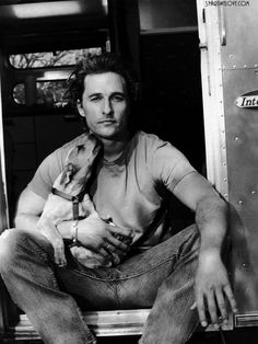 Matthew McConaughey, mostly known as a crazy party guy, but don't let that fool you, when he picks the right roles he's a phenomenal actor! peopl, dogs, matthewmcconaughey, matthew mcconaughey, hotti, beauti, puppi, men, celebr