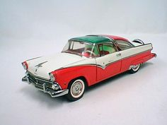 Franklin Mint diecast model '55 Red/White Ford Crown Victoria in 1/16 scale $85.00