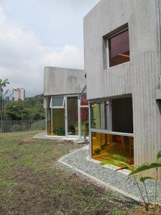 San Antonio de Prado Kindergarten features colourful windows