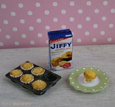 dollhouse miniatures 1/12 scale  muffins by Yuri Munakata