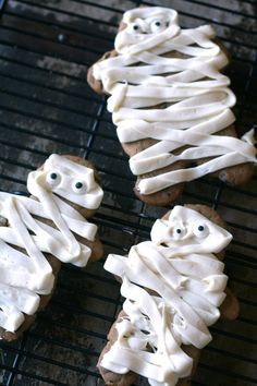 Halloween Foods - Mummy Cookies - Halloween party - TodaysCreativeBlog.net