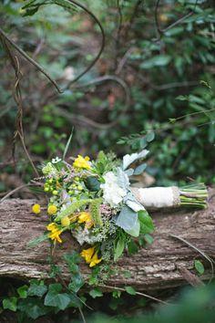 Rustic yellow bouquet #billybuttons #bouquet #wedding #flowers