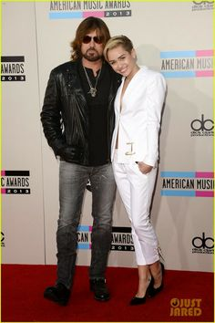 Celeb Diary: Miley Cyrus @ 2013 American Music Awards