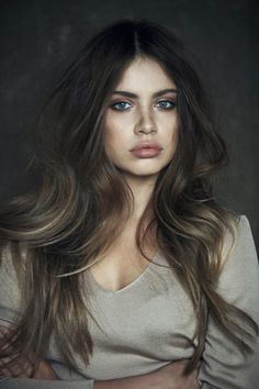 Subtle ombre hair with soft waves