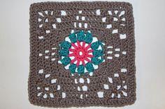 Great site with lots of granny squares! crochet blocks, crochet granny squares, afghan, crochet granni, floral bouquets, granni squar, crochet patterns, 365 granni, crochet squar