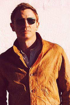 """Nice colour jacket, smooth style.   Daniel Craig in """"Girl with a Dragon Tattoo""""."""
