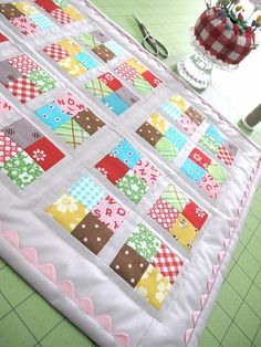hand sewing, quilt binding, baby quilts, bee, quilt blocks, rick rack, quilti project, quilt tutorials, sewing tutorials