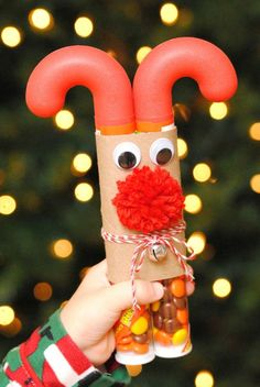 Candy Cane #Reindeer christmas time, gift ideas, christmas food crafts, candi cane, candy canes, fun easy crafts for christmas, friend gifts, craft gifts for kids, cane reindeer