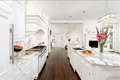 decor, kitchen idea, floor, traditional kitchens, dream dream, kitchen designs, dream kitchens, marbl, white kitchens