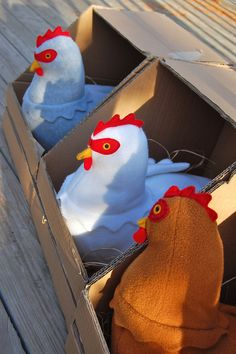 Pattern for the chickens, and great idea for a hen-house.  AND THE CHICKENS CAN LAY EGGS!