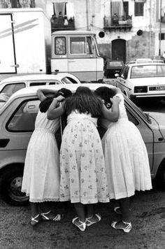 Three Girls, Sicily, 1981. Photo: Ferdinando Scianna.